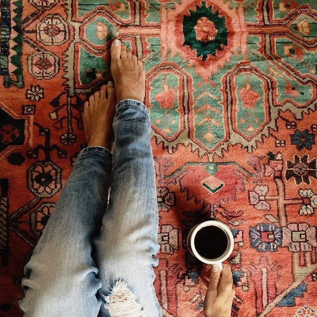 top 10 popular posts of 2015 from Advicefroma20Something.com, coffee and clothes, cool rug, oriental rug, boho rug, bohemian rug, denim and coffee, ripped denim