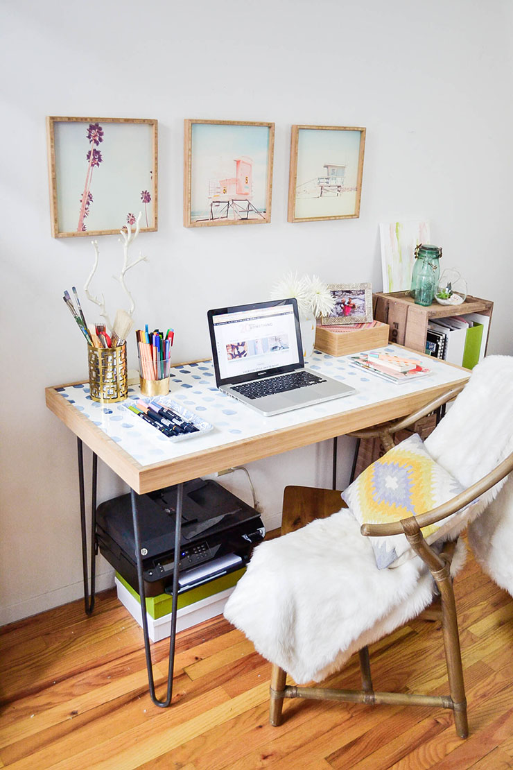 How to create a home office in a tiny apartment - Home office living room ideas ...