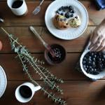 DIY Gift Idea: Gold Dipped Mugs