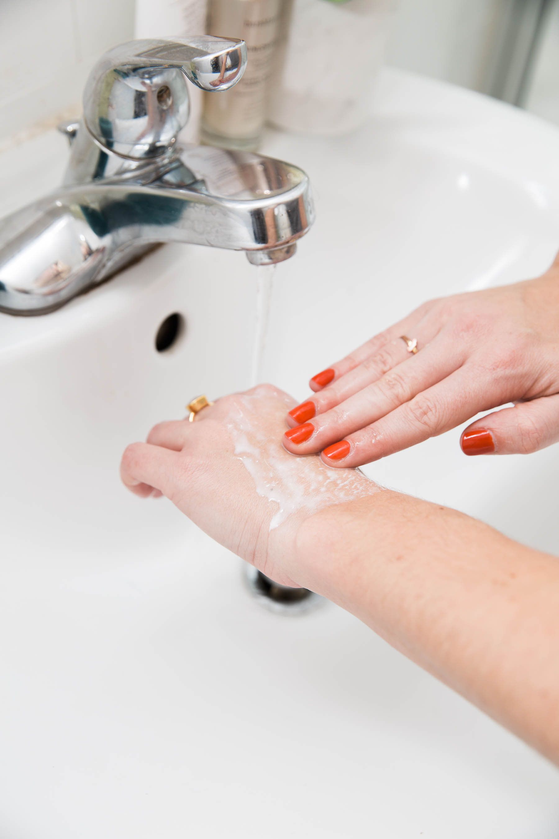 how to use oil cleanser