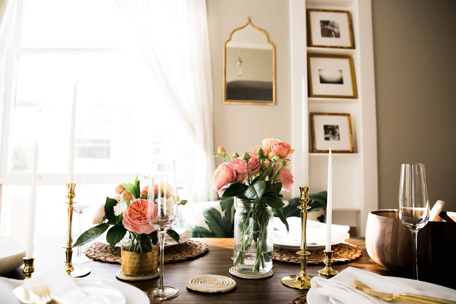 gold, white and pink table decor and flowers