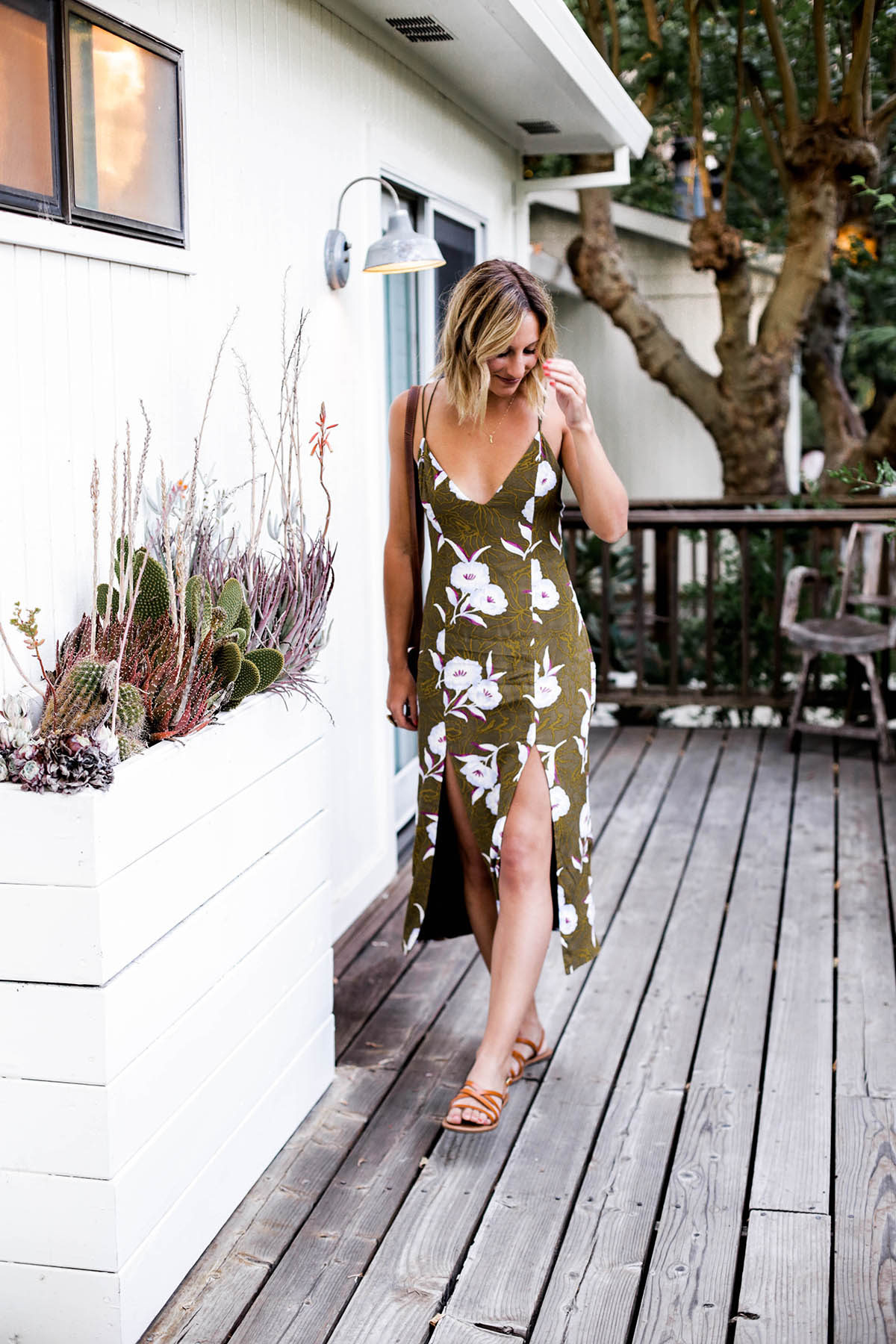 Amanda Holstein in Urban Outfitters SILENCE + NOISE GEMINI CREPE MIDI tropical print dress