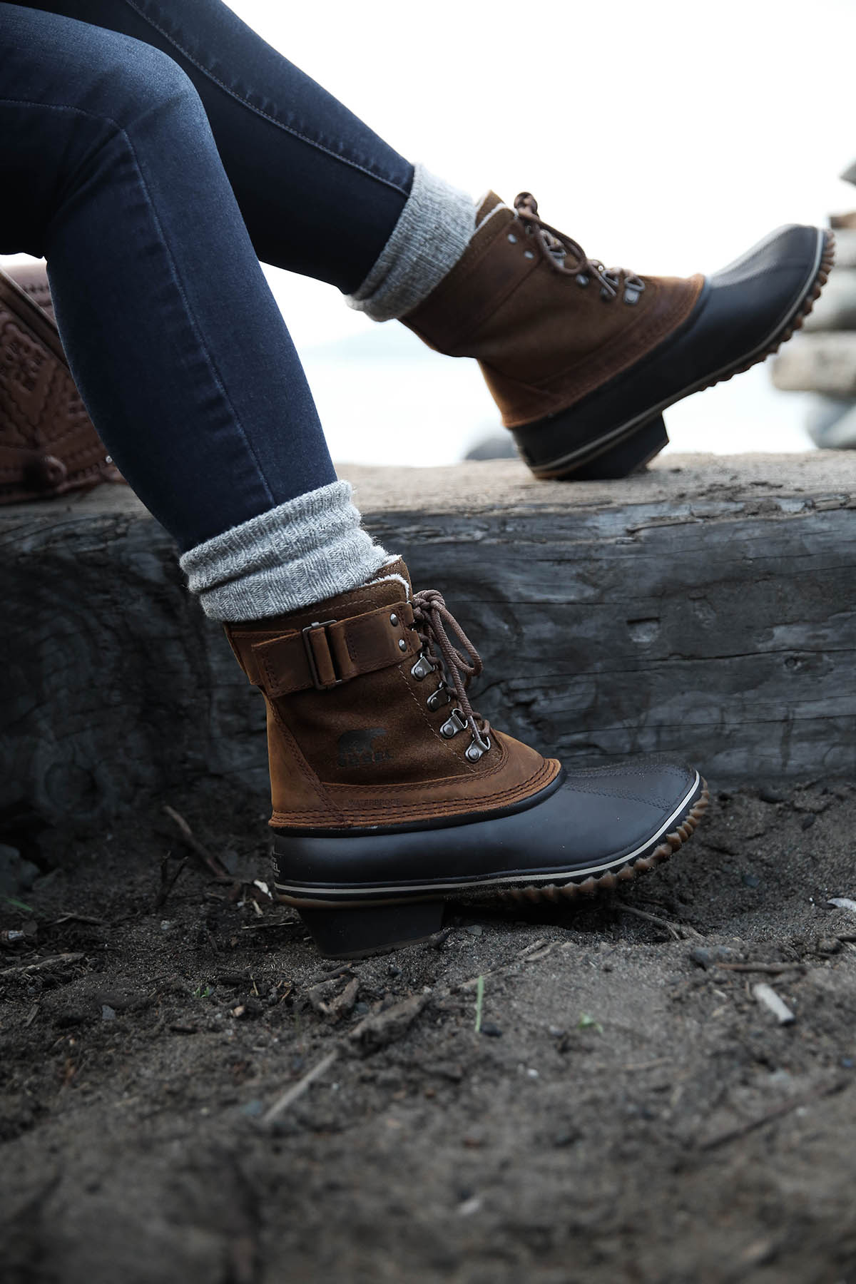 sorel boots with socks and jeans