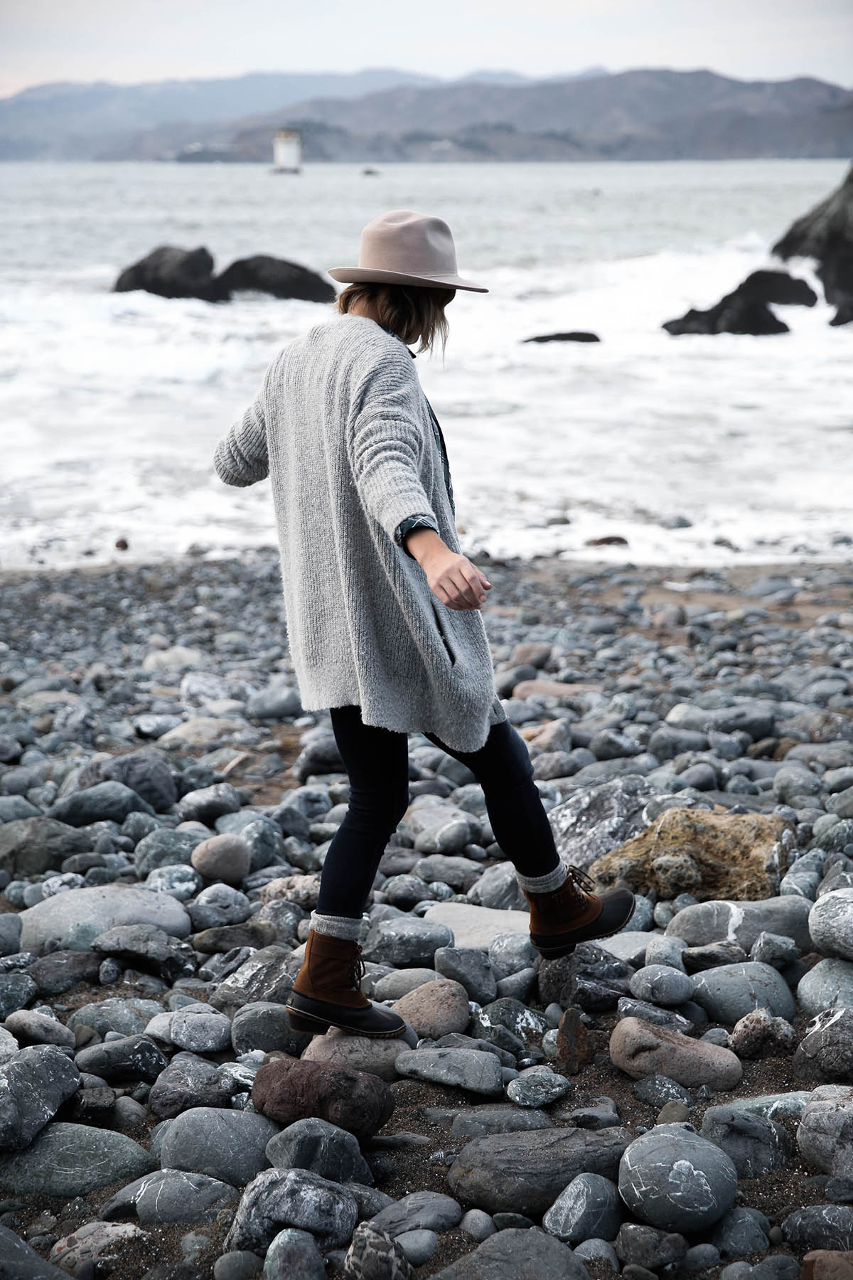 mile rock beach hiking outfit grey sweater and sorel boots
