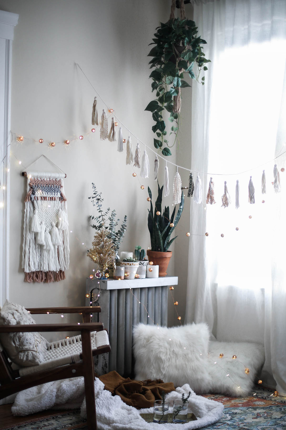 A cozy holiday with urban outfitters advice from a twenty something - Winter bedroom decor ...