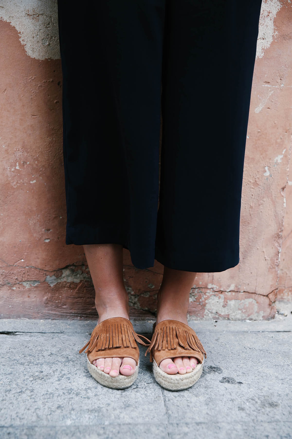 navy culottes outfit with fringe espadrilles
