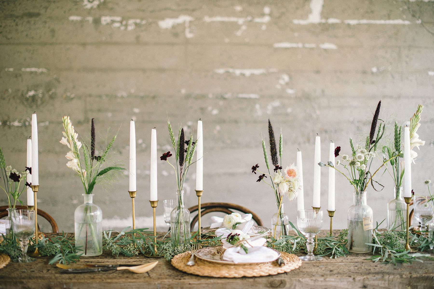 rustic friendsgiving tablescape decor and centerpiece