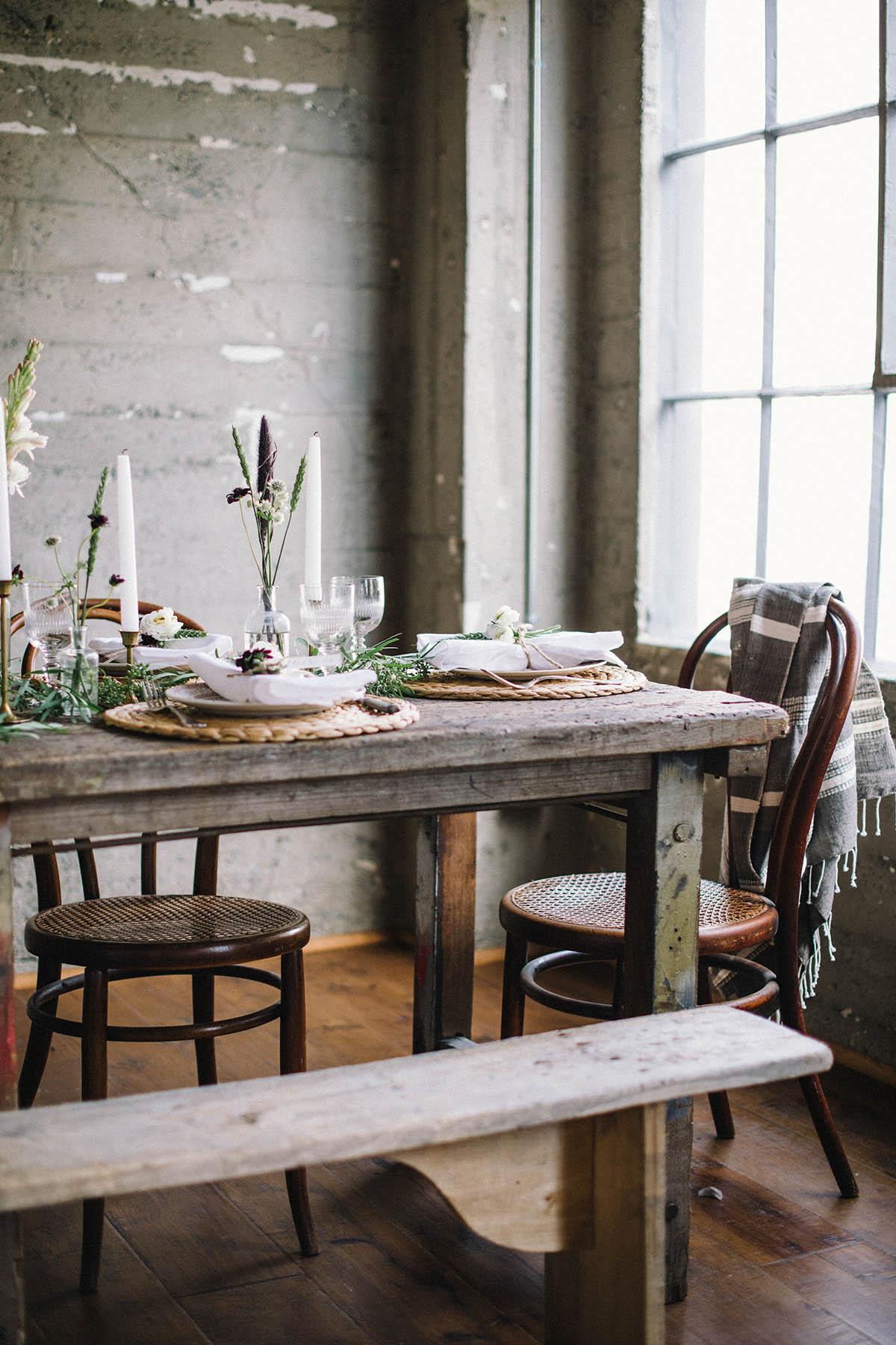 rustic friendsgiving tablescape decor