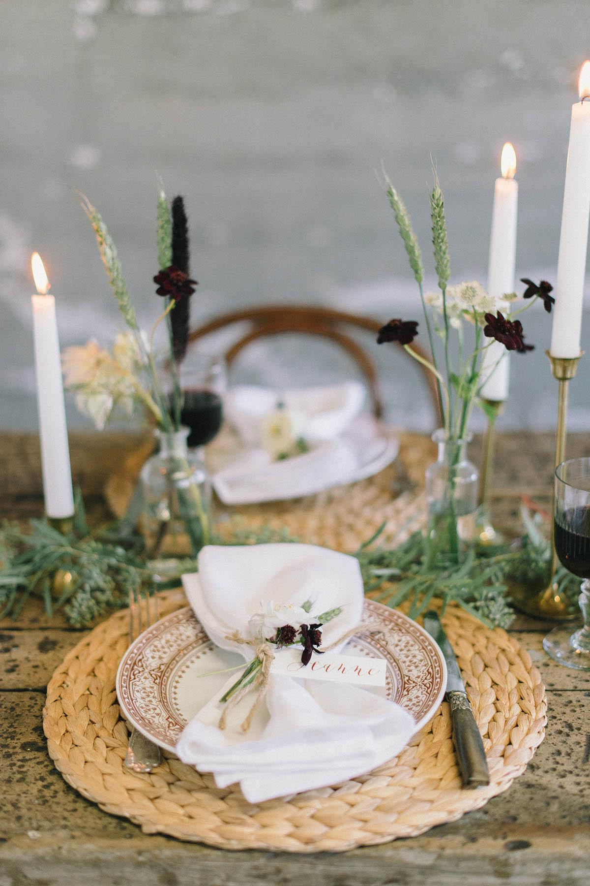 rustic friendsgiving table setting decor