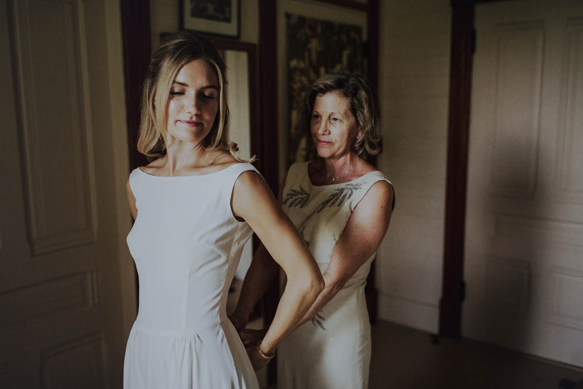 mom and daughter wedding day