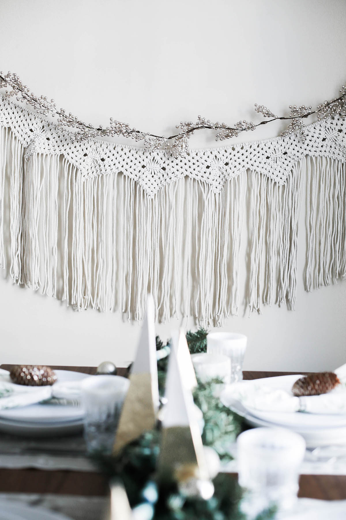 earthy holiday tablescape idea with macrame backdrop