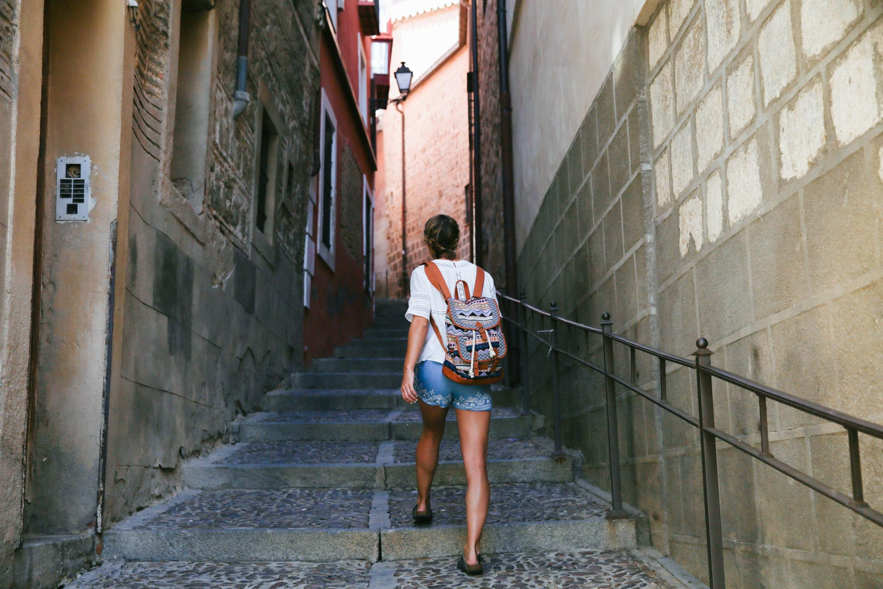 5 of the Best Destinations for Females Traveling Alone