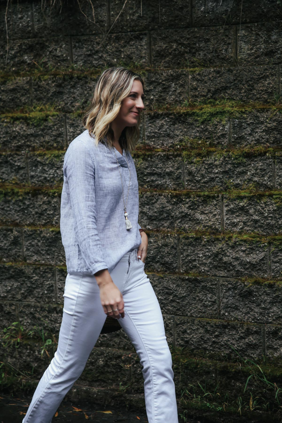 light blue linen top with white jeans for summer outfit