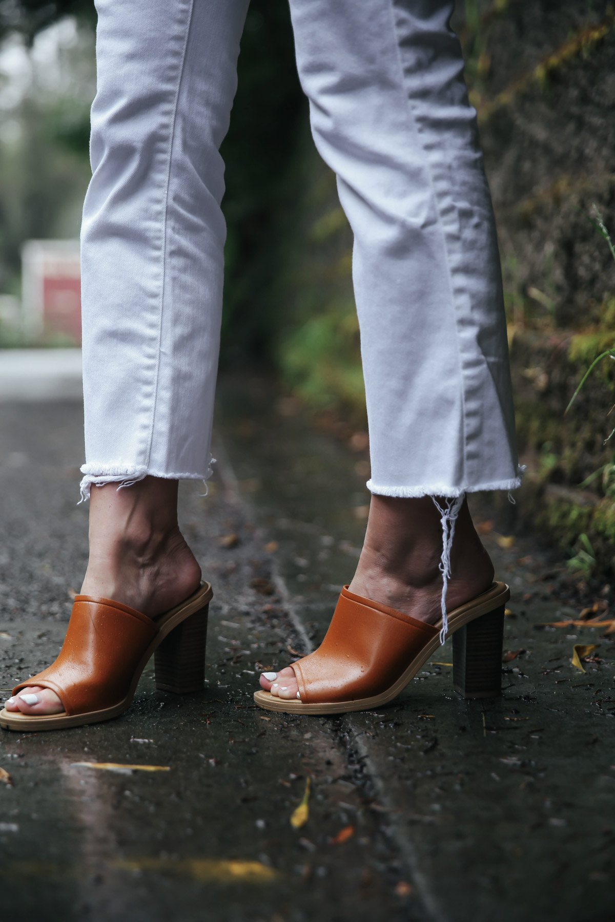 white jeans and leather mules