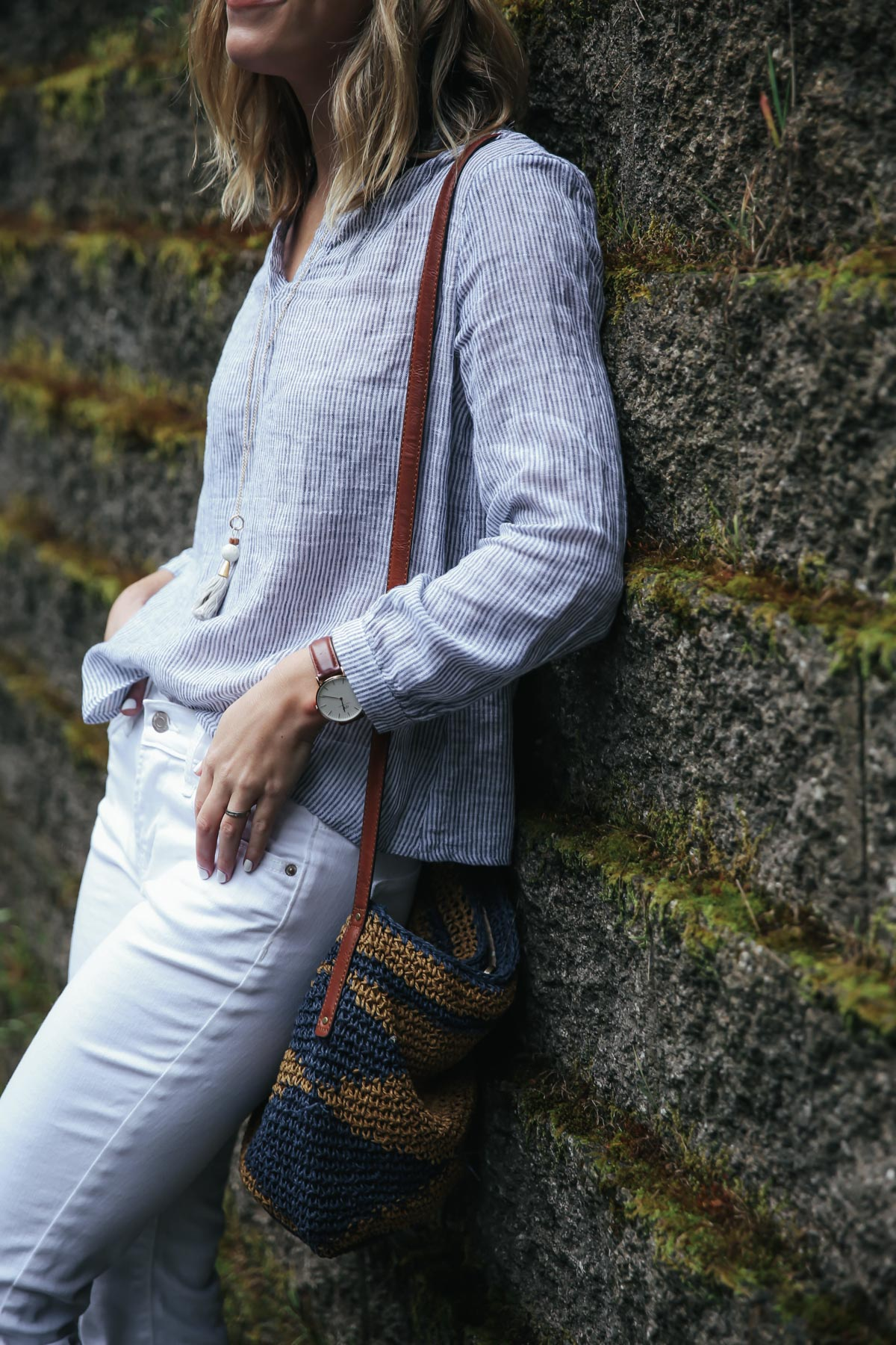 Old Navy linen top and white jeans summer outfit