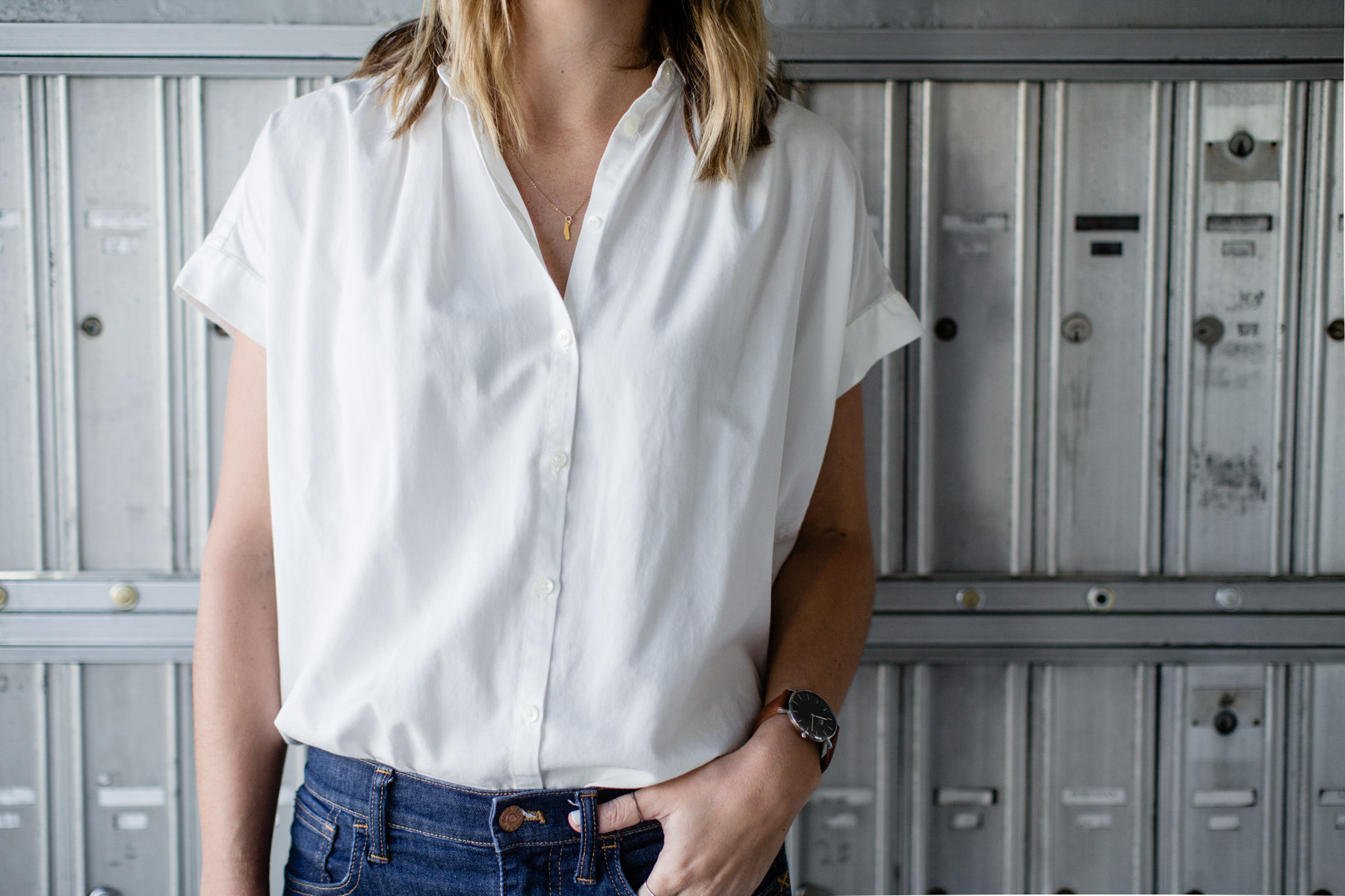 basic outfits with skinny jeans and white button-down shirt