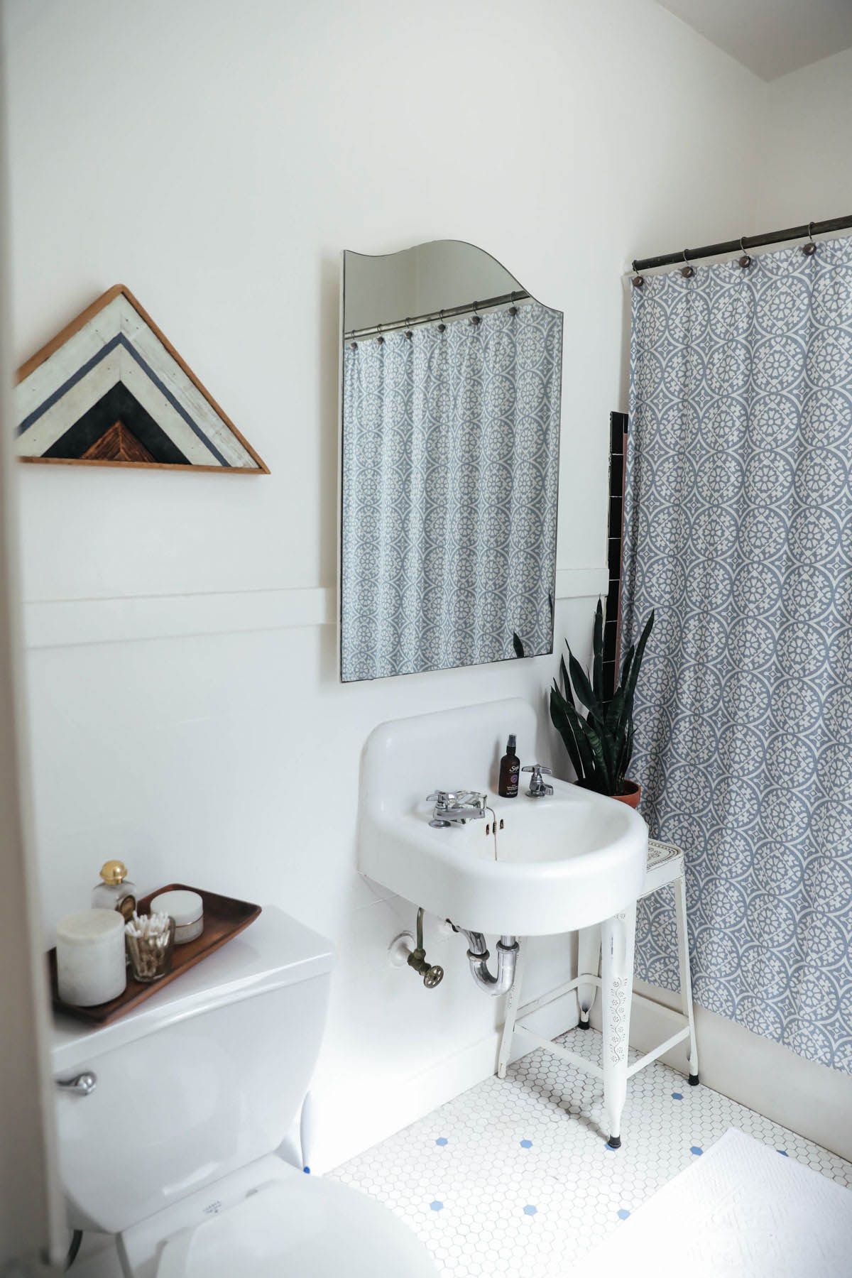 How to keep a clean bathroom when living with roommates for How to keep bathroom clean