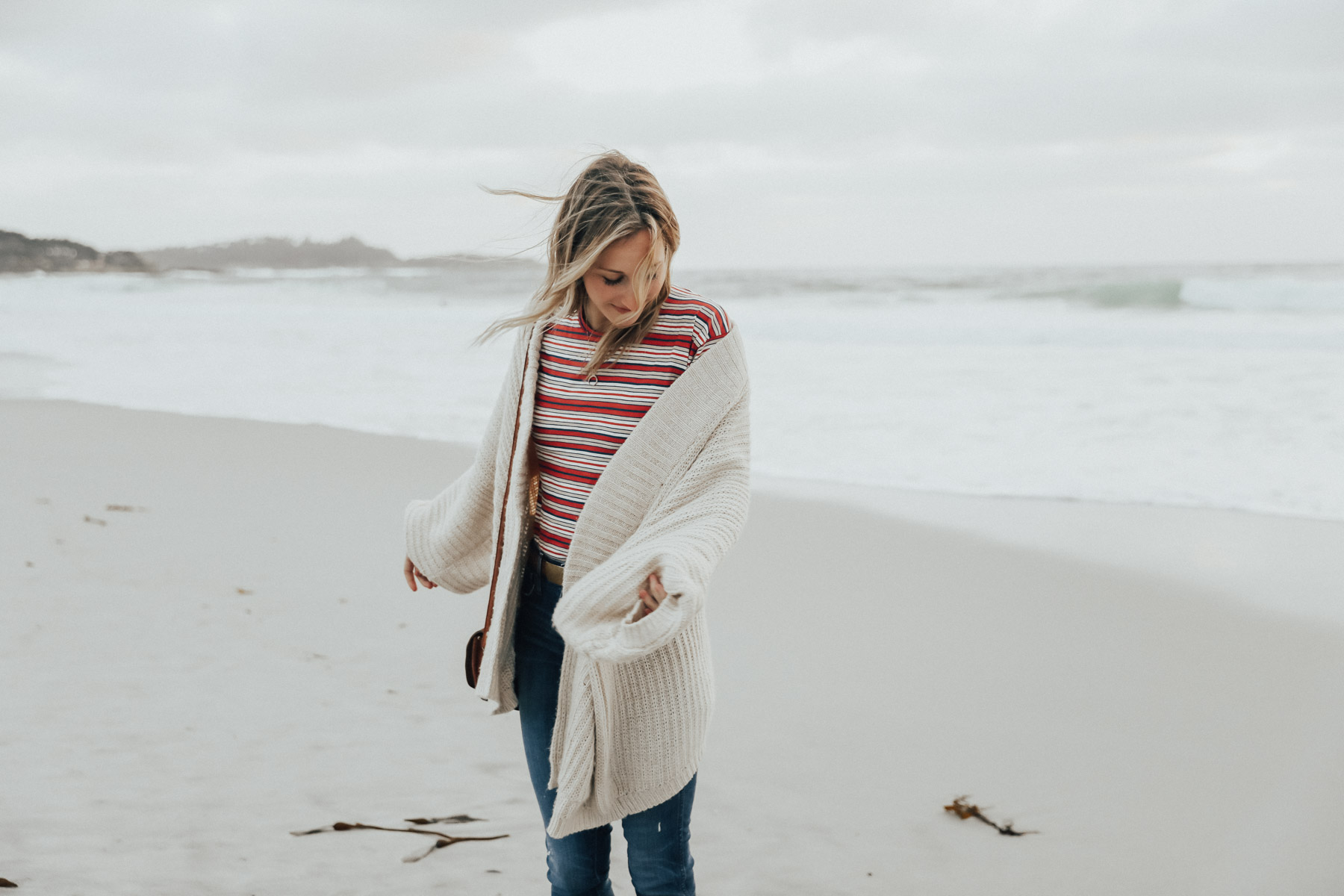 amanda holstein in madewell tee, urban outfitters sweater on beach