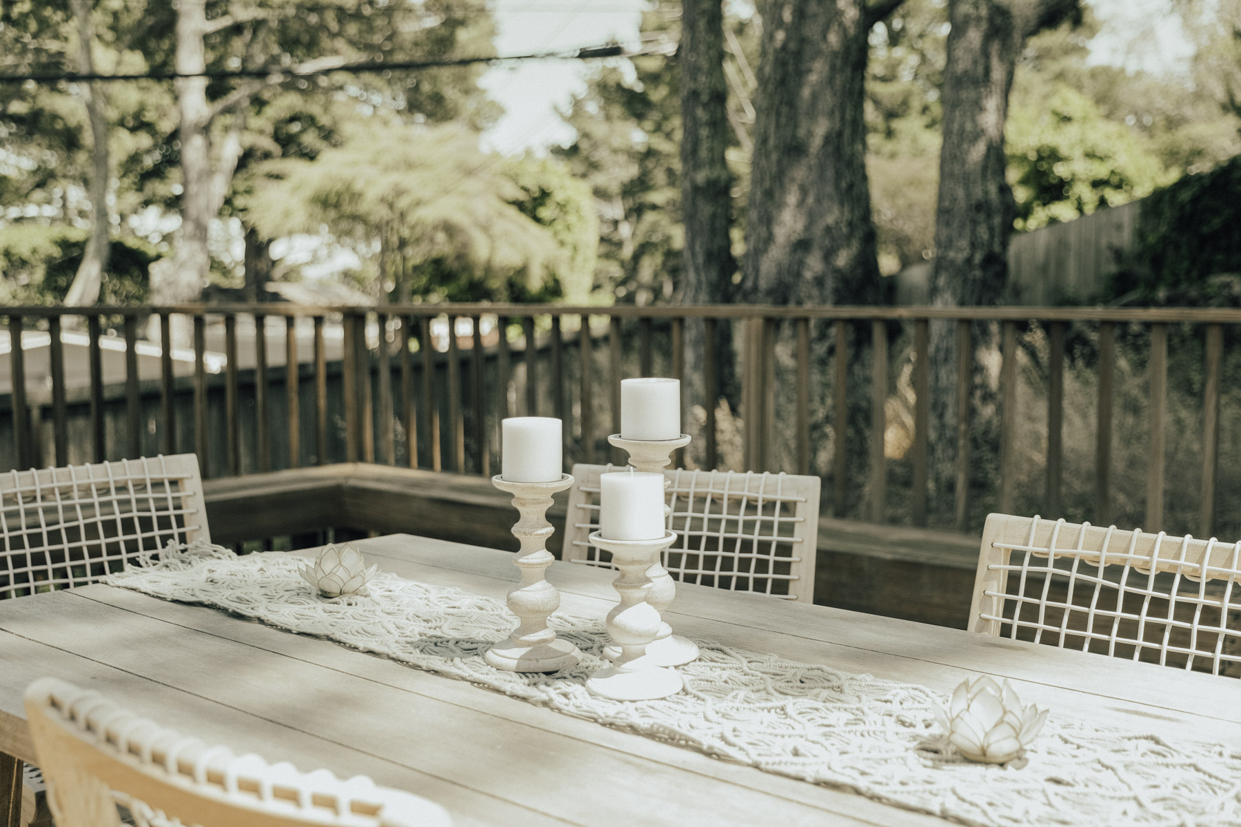 how to style your dining table with candles and macrame runner